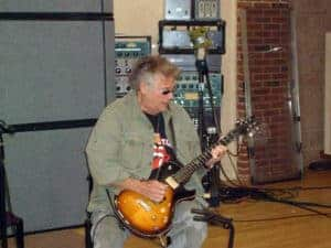 049-Plug-In_Leslie_West_Playing